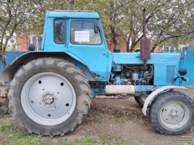 скільки важить трактор МТЗ 80