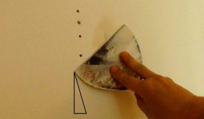 як закрити дірку в стіні