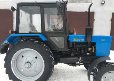 скільки важить трактор МТЗ 82