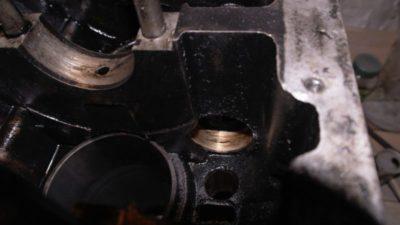 скільки масла в 402 двигуні газелі